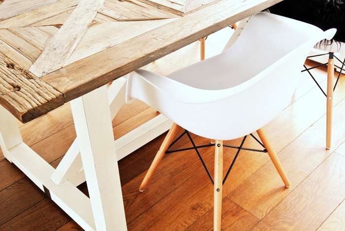 Eames DAW Chair Is Designed By Charles Eames.